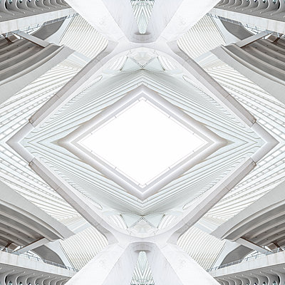 Abstraktes Kaleidoskop Muster Bahnhof Liège-Guillemins in Lüttich - p401m2207499 von Frank Baquet