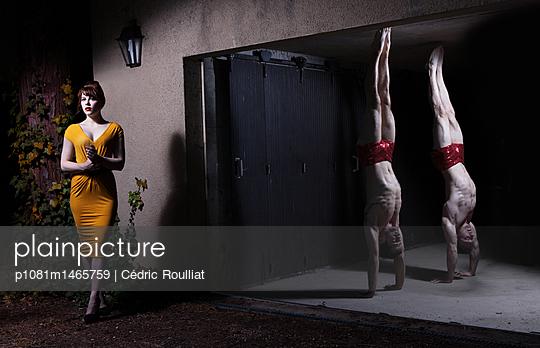 Desinteressierte Frau - p1081m1465759 von Cédric Roulliat