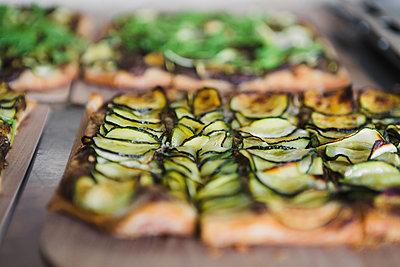 vegan pizza - p1150m2026283 by Elise Ortiou Campion