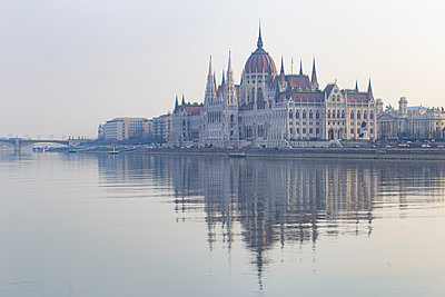 Sitting on the banks of the River Danube, the Hungarian Parliament Building dates from the late 19th century, UNESCO World Heritage Site, Budapest, Hungary - p871m2143281 by Julian Elliott