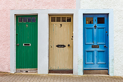 Scotland, Fife, St. Monans, hree different doors - p300m1581304 by Werner Dieterich