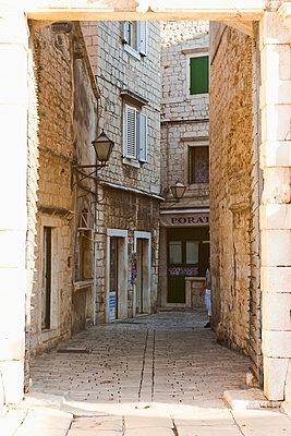 Cobbled streets of Trogir seen through the South Town Gate, Trogir, UNESCO World Heritage Site, Dalmatia, Croatia, Europe - p871m805642 by Matthew Williams-Ellis