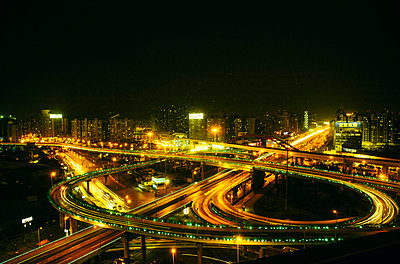 Shanghai Motorway at night - p1085m1104900 by David Carreno Hansen
