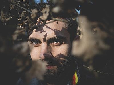 Man with full beard - p1267m2090146 by Wolf Meier