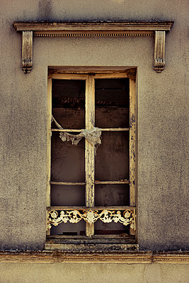 Window in old house - p248m912725 by BY
