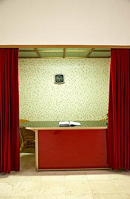 Gästebuch im Tito Mausoleum - p382m1218833 von Anna Matzen