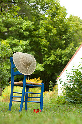 Hat and chair - p454m739687 by Lubitz + Dorner