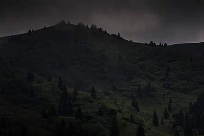 Plateau d'Emparis at twilight - p910m1159373 by Philippe Lesprit