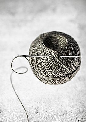 Needle and thread - p971m1196145 by Reilika Landen