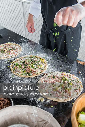 Pizzas/pies - p1216m2260535 by Céleste Manet