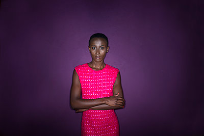 Portrait of African woman - p427m1466906 by Ralf Mohr
