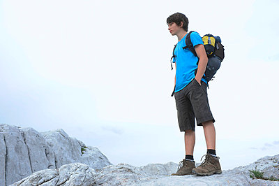 Einsamer Wanderer - p427m740904 von R. Mohr