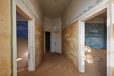A view of rooms in a derelict building full of sand. - p1100m1489980 by Mint Images