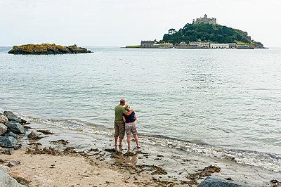 Senior Couple Walking - p1390m1424885 by Svetlana Sewell