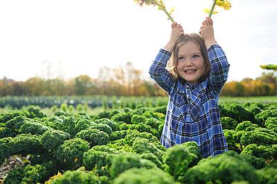 Girl in a kali field, leaves as rabbit ears - p300m2155701 by Eyecatcher.pro