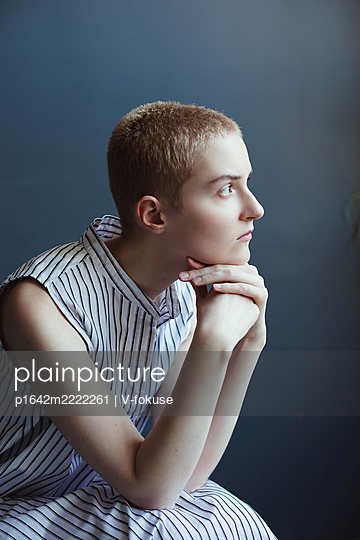 Teenage girl with short hair in a striped dress - p1642m2222261 by V-fokuse