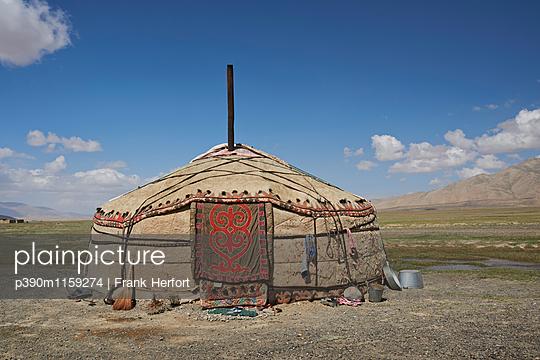 Jurte im Pamir Gebirge in Kirgisien - p390m1159274 von Frank Herfort
