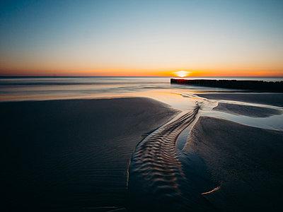 Sonnenuntergang auf Sylt - p1549m2125448 von Sam Green