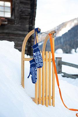 Snowy holidays - p454m2124939 by Lubitz + Dorner