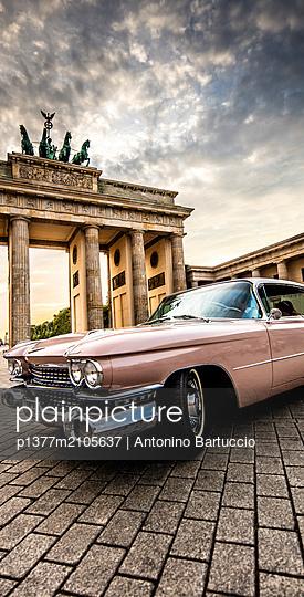 Germany, Berlin, Berlin Mitte, Brandenburg Gate - p1377m2105637 by Antonino Bartuccio