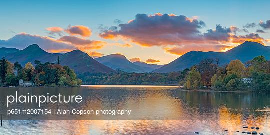UK, England, Cumbria, Lake District, Keswick, Derwentwater - p651m2007154 by Alan Copson