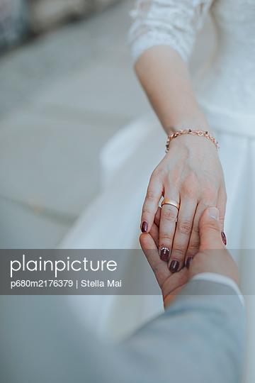 Wedding couple, Wedding ring - p680m2176379 by Stella Mai