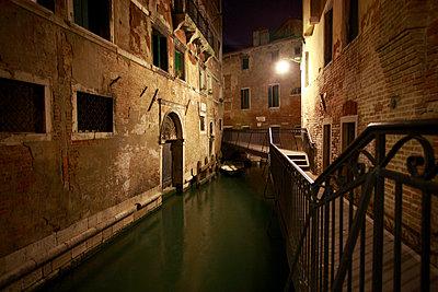 Kanal bei Nacht - p4450006 von Marie Docher