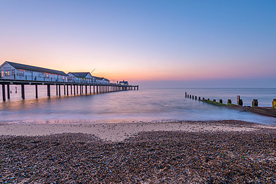 Southwold Pier at dawn, Southwold, Suffolk, England, United Kingdom, Europe - p871m1480360 by Alan Copson