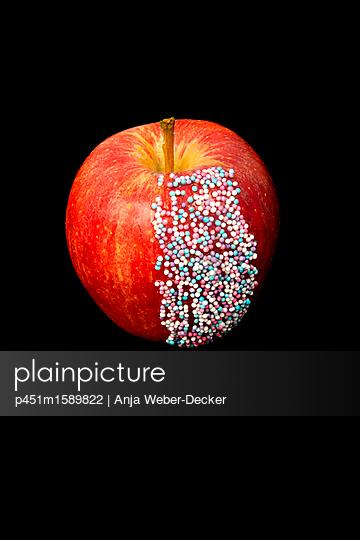 Apfel mit Zuckerperlen - p451m1589822 von Anja Weber-Decker