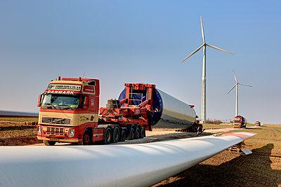 Aufbau eines Windrades - p1099m1526270 von Sabine Vielmo