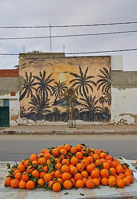 Oranges, Tunesia - p390m1011464 by Frank Herfort