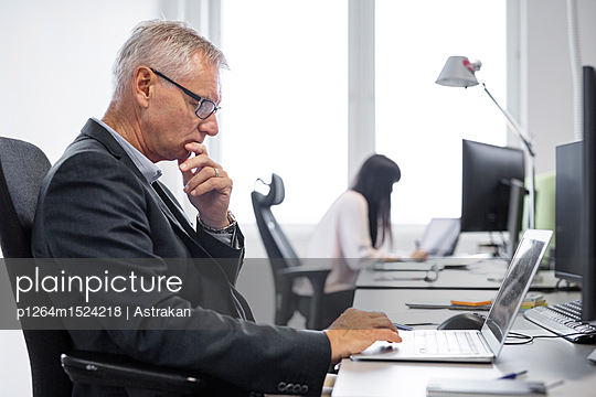 Architects working in office - p1264m1524218 by Astrakan
