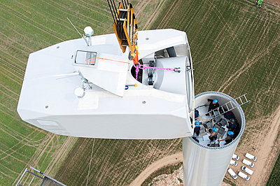 Setting up a wind turbine - p1079m880935 by Ulrich Mertens