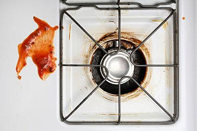 Pasta sauce left on oven - p3721762 by James Godman