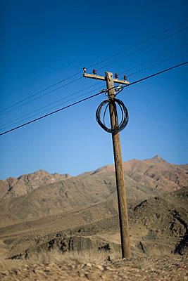Strommast in der Wüste - p8320055 von Philippe Charlot