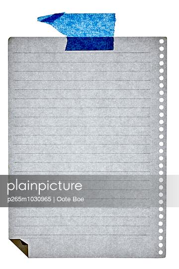 Liniertes Blatt und Klebestreifen - p265m1030965 von Oote Boe
