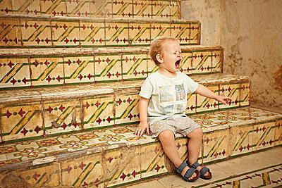 Crying boy - p1092m2054241 by Rolf Driesen