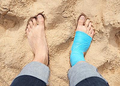 Verletzt im Urlaub - p1124m1112527 von Willing-Holtz