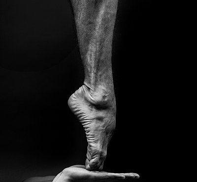 Ballet dancer, Tiptoe - p1139m2216280 by Julien Benhamou