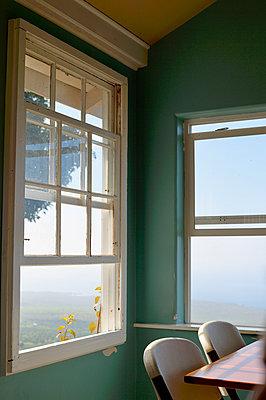 Fenster mit Aussicht - p1196m1000684 von Biederbick & Rumpf