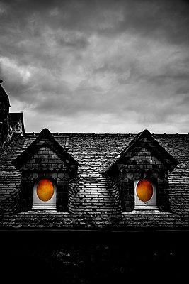 Dachgauben mit Rundfenster - p248m1515248 von BY