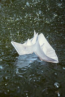 Paper boats - p739m1006882 by Baertels