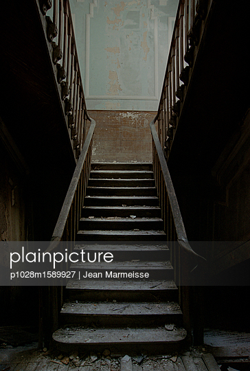 Decay - p1028m1589927 by Jean Marmeisse