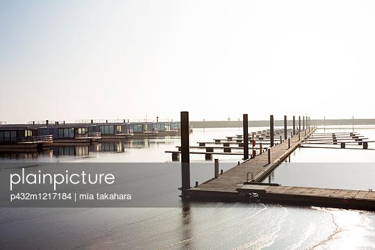 Floating Houses an der Ostsee - p432m1217184 von mia takahara