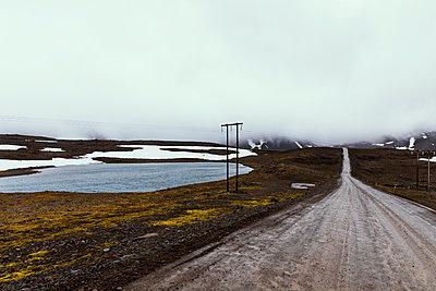 Verlassene Straße auf Island - p1338m2026647 von Birgit Kaulfuss