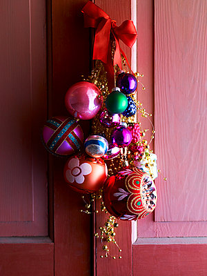 Bright Christmas bauble display on Scottish front door, UK - p349m2167722 by Polly Wreford
