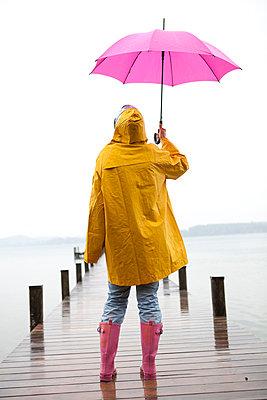 Standing in the rain - p4540786 by Lubitz + Dorner