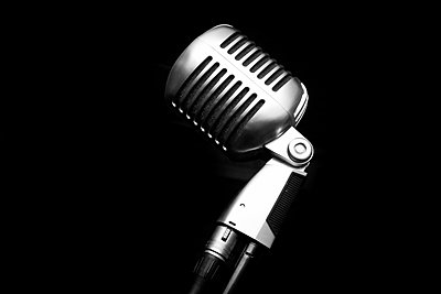 Vintage microphone against black background - p919m1109560 by Beowulf Sheehan