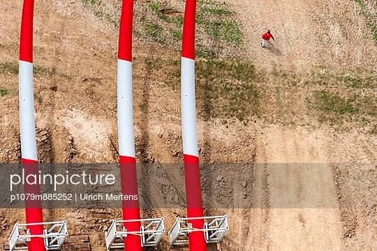 Rotorblätter vor der Montage II - p1079m885252 von Ulrich Mertens