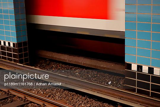 U-Bahn fahren - p1189m1161768 von Adnan Arnaout